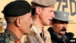 Генерал Могаєдін Горі – ліворуч на цьому архівному знімку