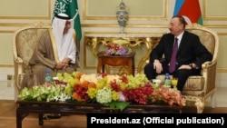Prezident İlham Əliyev Bakıda Səudiyyə kralı Salman-ı qəbul edir