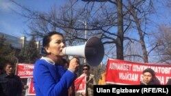 Gyrgyzystanyň öňki baş prokurory häzir oppozision kanun çykaryjy Aida Salyanowa, Bişkek, 24-nji fewral, 2017.