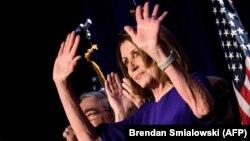 Nancy Pelosi (D-CA) la o reuniune electorală a democraților la 6 noiembrie 2018