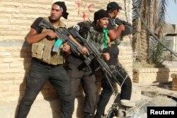 Рамади қаласында ИМ-мен соғысып жатқан Ирак үкіметінің әскері. 30 шілде 2014 жыл.