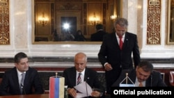 Austria - Suleiman Al-Herbish (C), director-general of the OPEC Fund for International Development (OFID), and Armenian Finance Minister Vache Gabrielian sign an agreement on a $20 million OFID loan to Armenia, 9June2011.