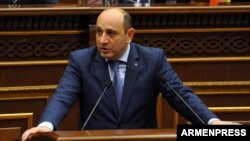 Armenia - Economic Development Minister Suren Karayan speaks in the parliament in Yerevan, 28 February 2018.