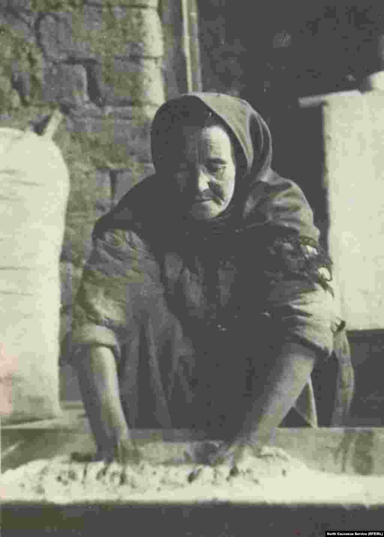 Разнообразие культивируемых зерновых культур у различных народов Дагестана, а также древнейшие традиции земледелия способствовали тому, что в регионе получили широкое распространение мучные блюда: разнообразные сорта хлеба, чуду (что-то вроде пирогов с начинкой), курзе (вареники) и т.д.