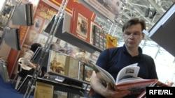 Посетитель на открытии XXII Московской международной книжной выставки-ярмарки