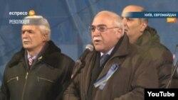 İsa Qəmbər Maydanda çıxış edərkən (Foto: espreso.tv)