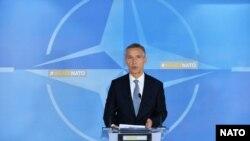 Йенс Столтенберг выступает перед встречей министров обороны стран НАТО (Брюссель, 29 июня 2017 г.)