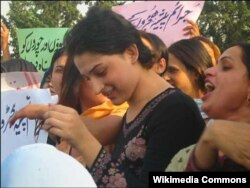 A group of hijras protest in Islamabad in 2008.