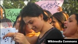 A group of hijras protest in Islamabad in 2008