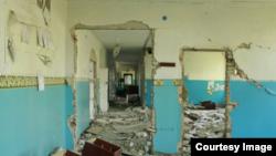 Зруйнована школа на Донбасі (архівне фото)