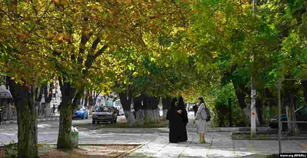 Монахини под сенью каштанов