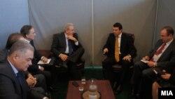 Средба на министрите за надворешни работи на Македонија и Грција, Никола Попоски и Димитрис Аврамопулос, во Њујорк на 24 септември 2012 година.