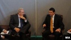 Министрите за надворешни работи на Грција и на Македонија, Димитрис Аврамопулос и Никола Попоски.