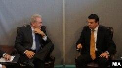 Средба на министрите за надворешни работи на Македонија и Грција Никола Попоски и Димитрис Аврамопулос. Њујорк 24 септември 2012