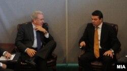 Средба на министрите за надворешни работи на Македонија и Грција Никола Попоски и Димитрис Аврамопулос во Њујорк, 24 септември 2012.
