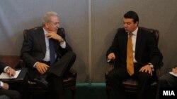 Средба на министрите за надворешни работи на Македонија и Грција Никола Попоски и Димитрис Аврамопулос, септември 2012.