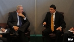 Средба на министрите за надворешни работи на Македонија и Грција Никола Попоски и Димитрис Аврамопулос