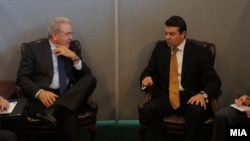 Средба на министрите за надворешни работи на Македонија и Грција Никола Попоски и Димитрис Аврамопулос, 2012.