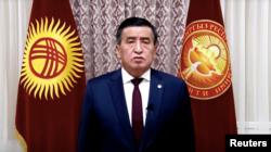 Predsednik Kirgistana Soronbaj Ženbekov pozvao je političare 6. oktobra da smire svoje pristalice.