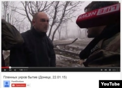 Бойовик на псевдо «Гіві» допитує українського військового
