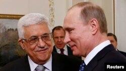 Палестинскиот претседател Махмуд Абас со рускиот претседател Владимир Путин