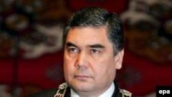 Türkmenistanyň prezidenti Gurbanguly Berdimuhamedow prezidentlik kasamyny kabul edýär, 14-nji fewral, 2009-njy ýyl.
