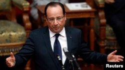 Президент Франции Франсуа Олланд во время выступления (архив)
