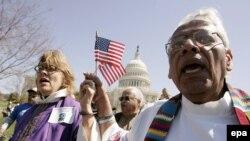 Демократы обеспокоены, что все больше американцев не дотягивают до достойного среднего уровня жизни