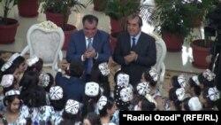 Э. Рахмон и М.Убайдуллоев приняли участие на церемонии бракосочетания 64 пар