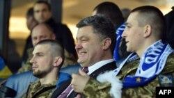 Президент Порошенко на футбольному поєдинку Ліги Європи «Динамо» – «Евертон» (Ліверпуль, Англія), НСК «Олімпійський», Київ, 19 березня 2015 року