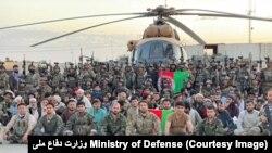زندانیان آزاد شده از یک زندان طالبان در ولایت بغلان
