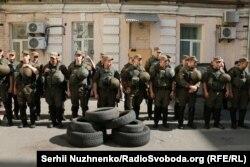 У дворі Печерського райсуду Києва, 2 липня