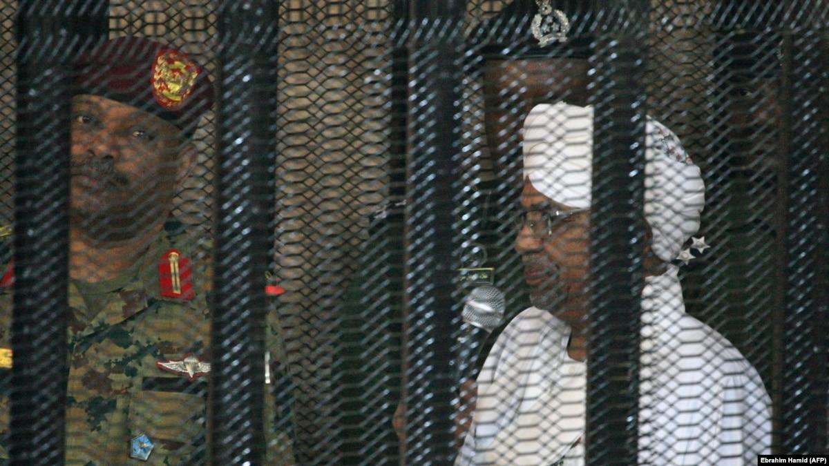 Судан решил отправить в Гаагу своего свергнутого президента