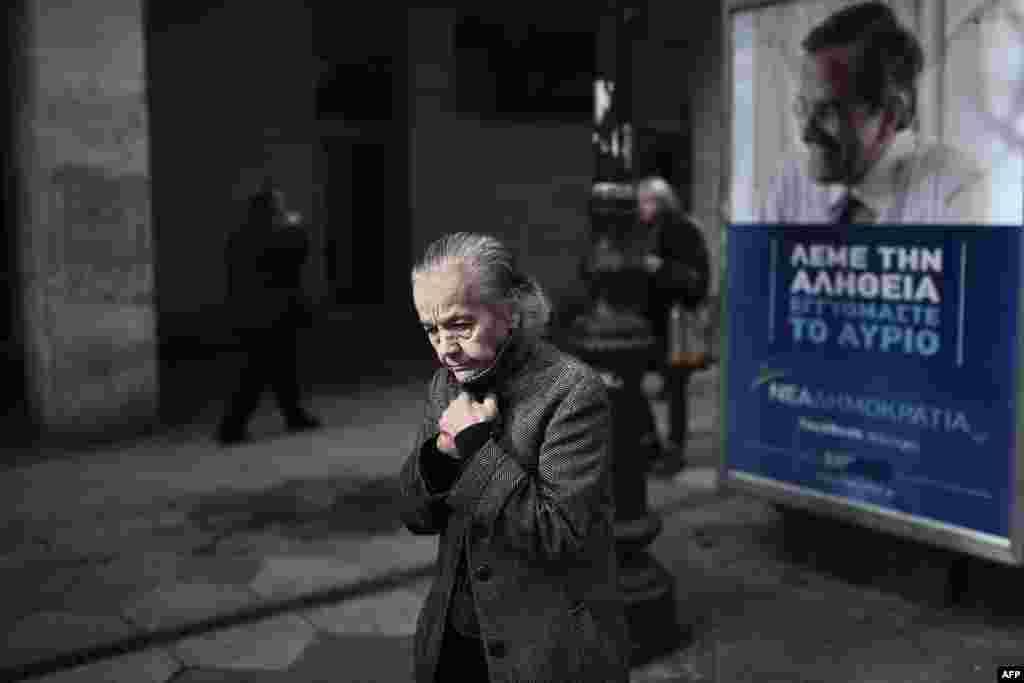 ГРЦИЈА - Грчкиот парламент ги објави имињата на двајца поранешни премиери меѓу кои и Андонис Самарас (На изборниот плакат на фотографијата) и осум екс министри, вклучувајќи го и гувернерот на Централната банка Јанис Стурнарас и еврокомесарот за миграција Димитрис Аврамопулос како вмешани во голем фармацевтски скандал, јави агенцијата Асошиетед прес. Швајцарскиот фармацевтски гигант Новартис, според истрагата од 2006 до 2015 година, ги подмитувал грчките функционери со цел во грчките болници да биде зголемен бројот на рецепети на негови лекови.