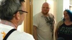 'Yes' And 'No' Campaigners Go Door-To-Door In Scotland