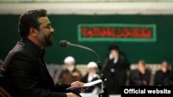 محمود کریمی در حال مداحی در حضور علی خامنهای