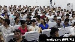 """Зал суда перед оглашением приговора по делу """"о беспорядках в Жанаозене"""""""