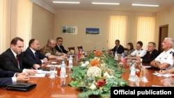Armenia - Defense Minister Seyran Ohanian (second from left) meets U.S. Lieutenant General Mark Hertling in Yerevan, 18Jul2012.