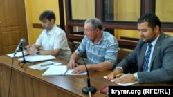 Mykola Semena (center) in court in the Crimean capital, Simferopol, on August 31.