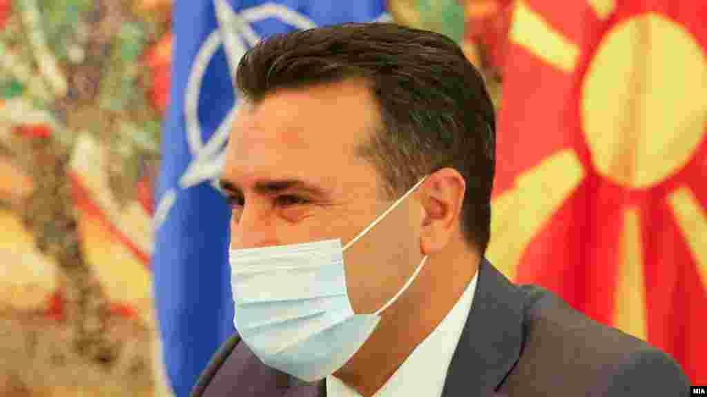 СЕВЕРНА МАКЕДОНИЈА - Премиерот Зоран Заев изјави дека очекува Парламентот да почне да работи онлајн, откако двајца пратеници излегоа позитивни на Ковид-19. Тој верува дека власта и опозицијата ќе се договорат да работат онлајн и на таков начин да биде изгласан и Буџетот и информираше дека следната владина седница ќе биде, исто така, онлајн по препорака на здравствените власти.