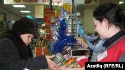 Сатучы Әбсәләмова һәм сатып алучы Яхина.