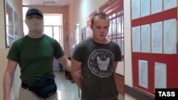 Задержанный в Крыму сотрудниками ФСБ Геннадий Лимешко (справа)