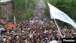 Armenia - Supporters of the Prosperous Armenia Party attend an election campaign rally in Yerevan, 03May2012.