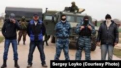 Бойцы пропроссийского отряда самообороны в Крыму. Март 2014 года