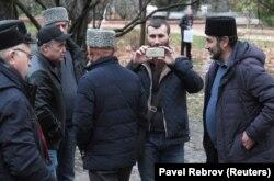 Група підтримки затриманих у будівлі підконтрольного Росії Київського райсуду Сімферополя
