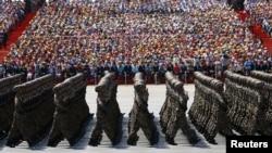 Қытай армиясы сарбаздары Пекиндегі әскери парада кезінде. 3 қыркүйек 2015 жыл. (Көрнекі сурет.)
