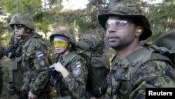 Эстониянын аскерлери машыгуу учурунда. 12-сентябрь, 2015-жыл.
