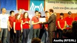 Татарстанның Төркиядәге тулы вәкаләтле вәкиле Радик Гыйматдинов җиңүче таныклыгы тапшыра