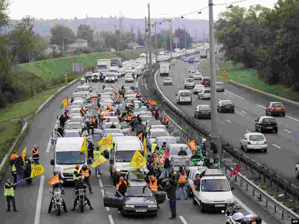 مسدود کردن راهها توسط کارگران اعتصابی