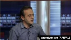 Հելսինկյան քաղաքացիական ասամբլեայի Վանաձորի գրասենյակի ղեկավար Արթուր Սաքունցը «Ազատության» ստուդիայում: